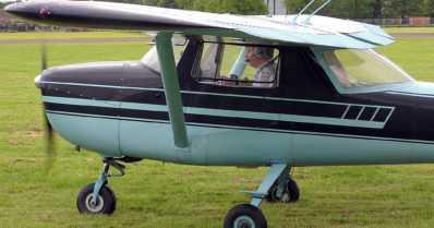 Pienlentokone teki pakkolaskun – lentäjänä ja matkustajana olleet naiset loukkaantuivat lievästi