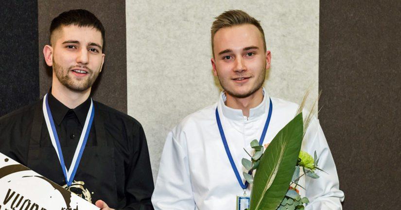 Vuoden Tarjoilija Christian Angelov sekä Vuoden Kokki Lari Helenius.