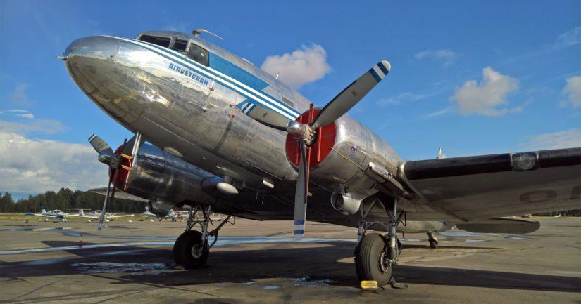 """Maamme viimeinen lentävä DC-3 OH-LCH tunnetaan myös nimellä """"Hotelli""""."""