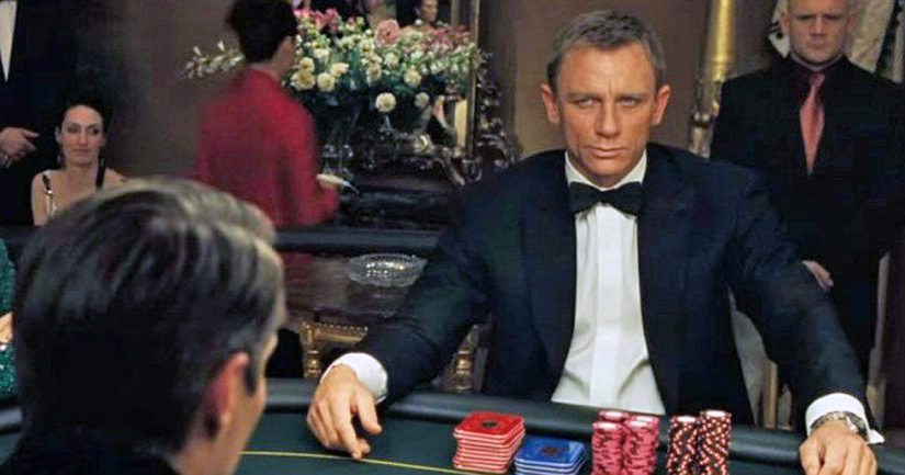 Daniel Craig alias James Bond Monte Carlon kasinolla vuoden 2006 menestyselokuvassa Casino Royale.