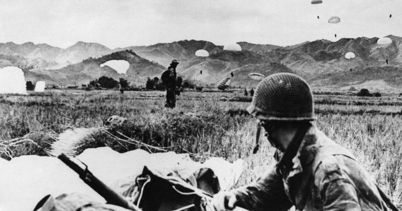 Piiritettyyn Dien Bien Phuhun saapui täydennysjoukkoja laskuvarjolla, mukana myös suomalaislegioonalaisia.