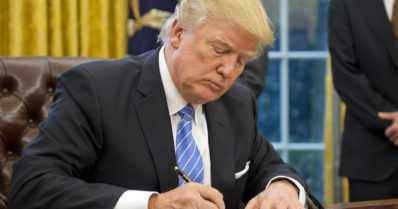 Nämä asiat Donald Trump teki ensimmäisenä päivänään Yhdysvaltain presidenttinä