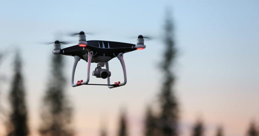 Paikalle saapuneet poliisipartiot käyttivät eksyneiden tarkan sijainnin määrittämiseksi poliisin dronea.