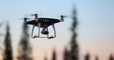 Metsähallituksen erävalvonta varoittaa – dronet ja GPS houkuttavat metsästäjiä laittomuuksiin