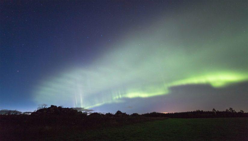 Dyynit ovat noin sadan kilometrin korkeudessa hyökyviä happiatomien aaltoja, jotka aurinkotuuli virittää revontuliksi.