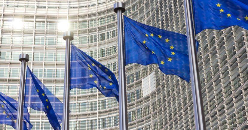 Euroopan komissio nosti esiin jo lakien valmisteluvaiheessa sen ongelmat.