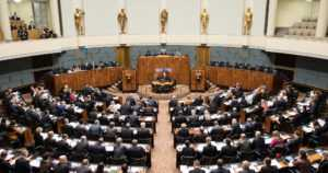Eduskunta äänesti välikysymyksessä vanhusten hoidon tilasta – hallitukselle luottamus äänin 99–88