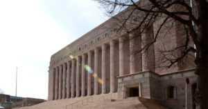Eduskunta käveli oikeuden tuomion yli – lobbareita suojellaan kaikin mahdollisin keinoin