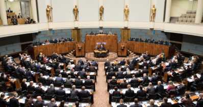 Poliitikot jakavat rahaa taustaryhmilleen – miksi veronmaksajien täytyy rahoittaa erilaisia yhdistyksiä?