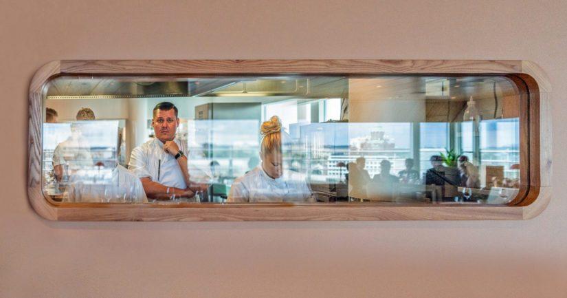 Eero Vottonen korostaa tiimityön merkitystä. Palacella on keskeinen rooli uusien kokkilupausten kouluttamisessa.