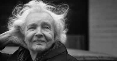 """Eeva Kilvelle kirjallisuuden valtionpalkinto – """"Kirjallisuus pitää ikivanhan kielemme elinkelpoisena"""""""
