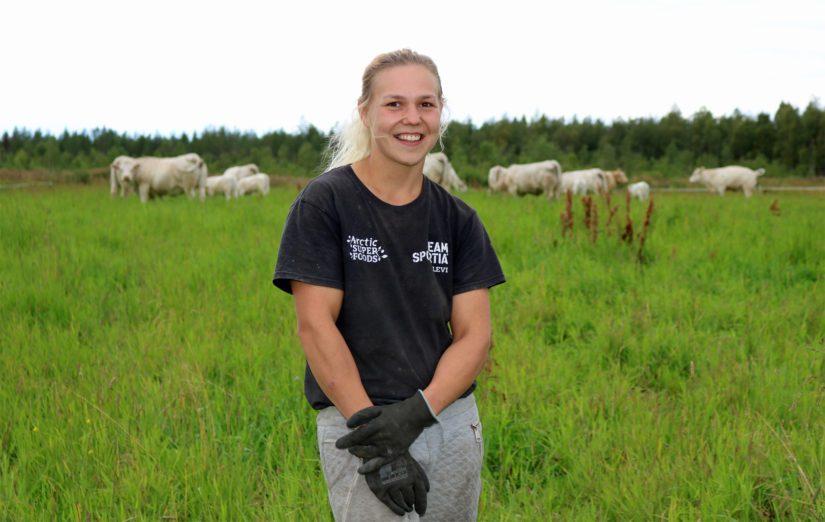 Eevi-Sofia haaveilee toisesta navetasta, tilasiemennyskurssista sekä karjamäärän lisäämisestä. – Jatkossa punnitaan rohkeus, avoimuus ja uteliaisuus, sillä tavoitteena on rakentaa tila, joka työllistäisi itseni lisäksi myös avopuolisoni.