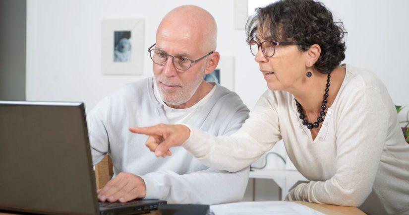 Korkeasti koulutetut ikääntyneet käyttävät sähköisiä palveluita huomattavasti todennäköisemmin.