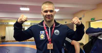 Elias Kuosmanen paini EM-pronssia – nousi pahasta tappioasemasta voittoon toisella jaksolla