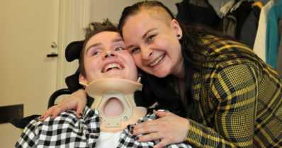 """Taneli sai mopedionnettomuudessa vaikean aivovamman – """"Nyt taistelemme pojan elämänlaadun puolesta"""""""