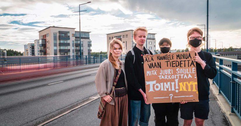 Elokapinalliset toivovat ihmisten ottavan selvää mistä on kyse, ennen kuin tuomitsevat heidän toimintansa. Kuvassa elokapinalliset Johanna Ilonen (vas.), Samuli Gröhn, Leo Ronkainen ja Ruska Itkonen.