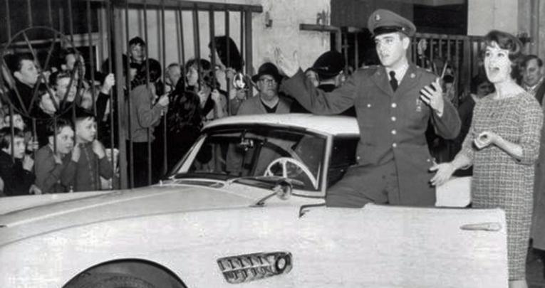 Urheiluautoihin mieltynyt Elvis osti armeija-aikanaan Saksassa BMW 507:n, joka löytyi muutama vuosi sitten oltuaan kadoksissa liki 50 vuotta.
