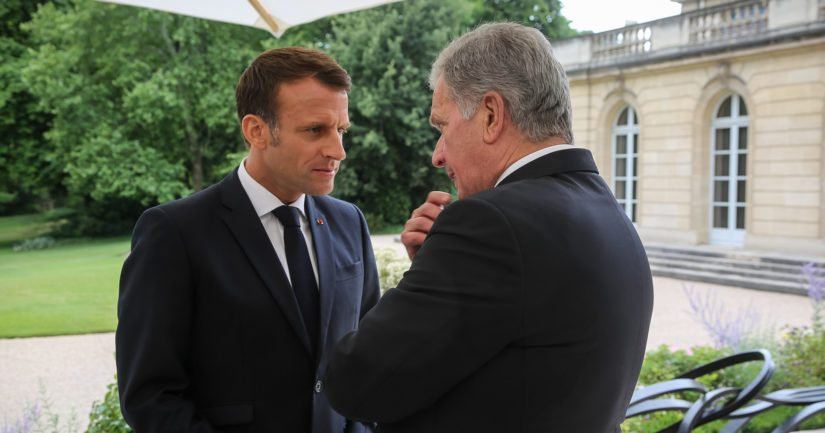 Vierailun aikana presidentti Emmanuel Macron isännöi valtion- ja hallitusten päämiehille lounaan, jonka jälkeen presidentit Niinistö ja Macron keskustelivat myös kahdenvälisesti.