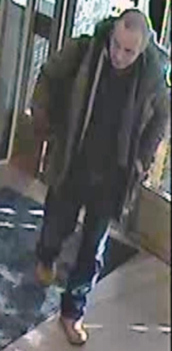 Poliisi epäilee, että henkilökortin kuvassa oleva henkilö on sama kuin rahalaitoksen valvontakameran kuvassa.