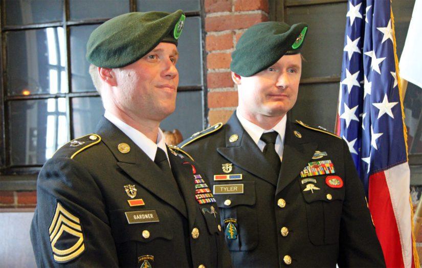 MSG Erich Gardner ja David Tyler saapuivat kunnioittamaan vihreiden barettien legendan muistoa.