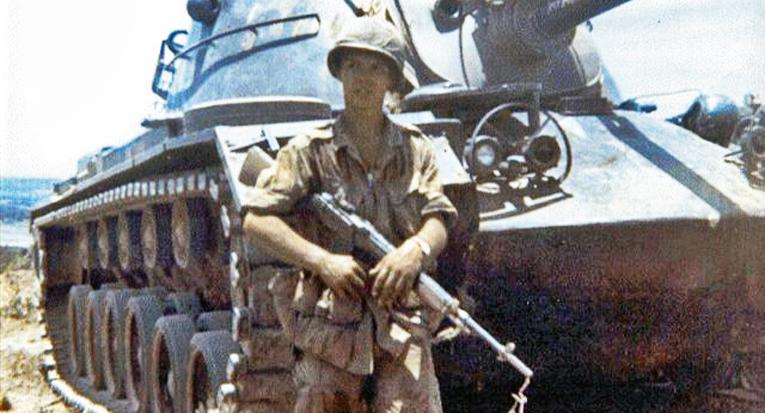 Helsinkiläinen Erkki Nevatie haluttiin Suomen armeijaan kesken Vietnamin sodan taisteluiden.