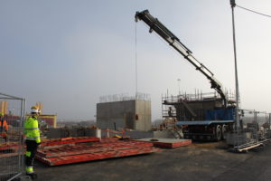 Portin valmistuessa ja rakentamislupaa odotellessa laitosvalmistaja Rosatom valmistautuu suurprojektiin pystyttämällä työmaatukikohdan. (Kuva Anne Anttila)