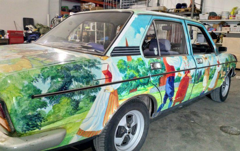 Kokkolalaisen autoharrastajan autotallista löytyy maailmanlaajuisesti harvinainen autotaideteos.