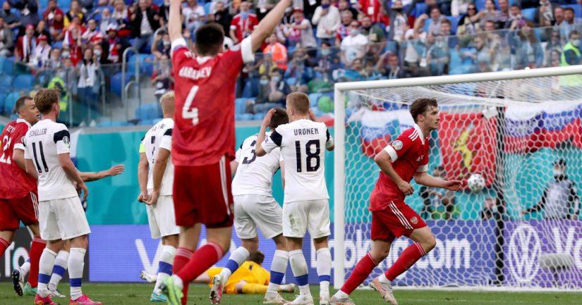 Venäjä juhlii maalia Suomea vastaan (Kuva Gonzalo Arroyo / UEFA)