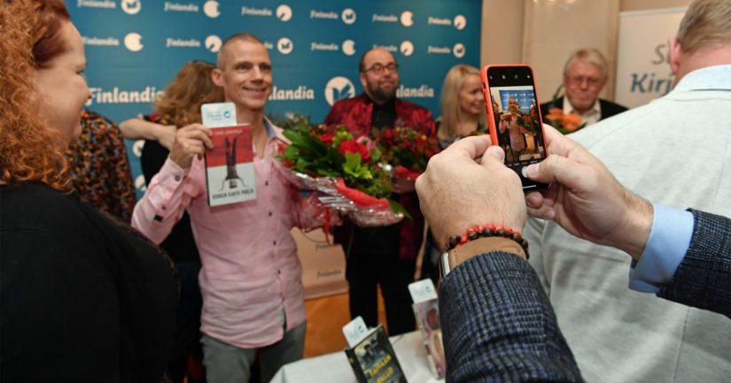 Kaunokirjallisuuden Finlandia -palkintoa tavoittelee maksimimäärä sallittuja ehdokkaita eli kuusi teosta.