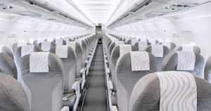 """Matkustamohenkilökunnan jäsen loukkaantui pudottuaan lentokentällä koneesta – """"Takaovi suljettiin ja avattiin uudelleen"""""""