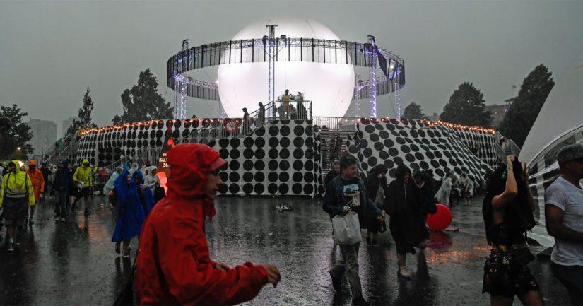 Flow-festivaali Suvilahdessa jouduttiin keskeyttämään myrskyn johdosta lauantaina pahimman myräkän ajaksi.