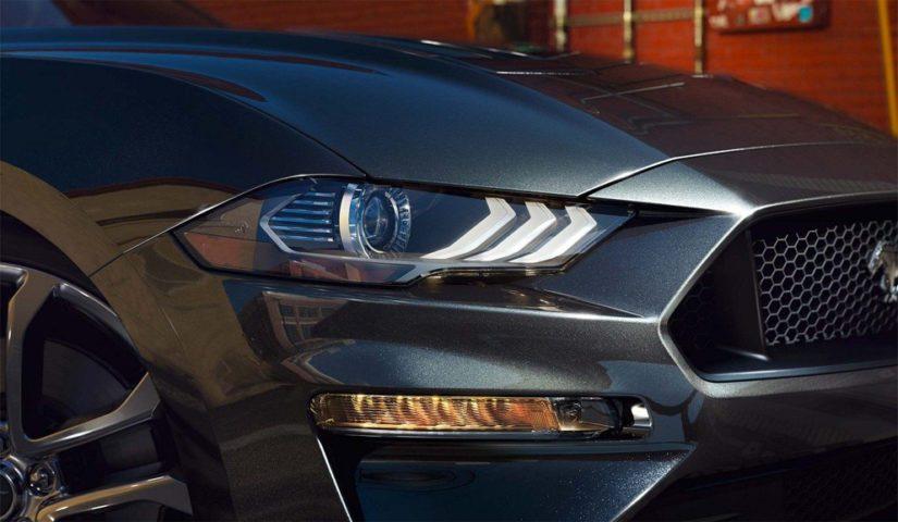 Uuden Mustangin ajovalot ovat nykyaikaista led-tekniikkaa.