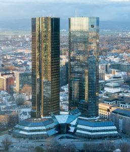 Deutsche Bankin pääkonttori Twin Towers sijaitsee Frankfurtissa. (Kuva Epizentrum)