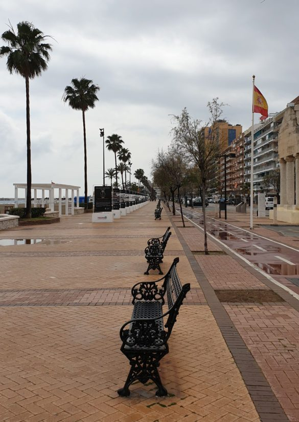 Poikkeustilan vuoksi ulkona liikkuminen ilman pätevää syytä on myös Fuengirolassa kielletty.