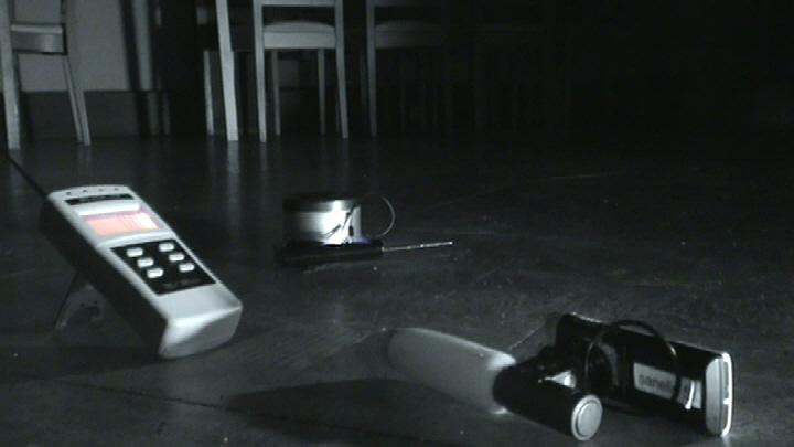 Ghost Box skannaa radiokanavia pysähtymättä ja laitteen avulla tutkijat pystyvät luomaan myös mahdollisia keskusteluyhteyksiä kohteeseen.