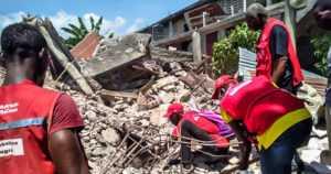 Haitin maanjäristyksessä jo 1400 kuollutta – lähestyvä trooppinen myrsky vaikeuttaa avustustyötä