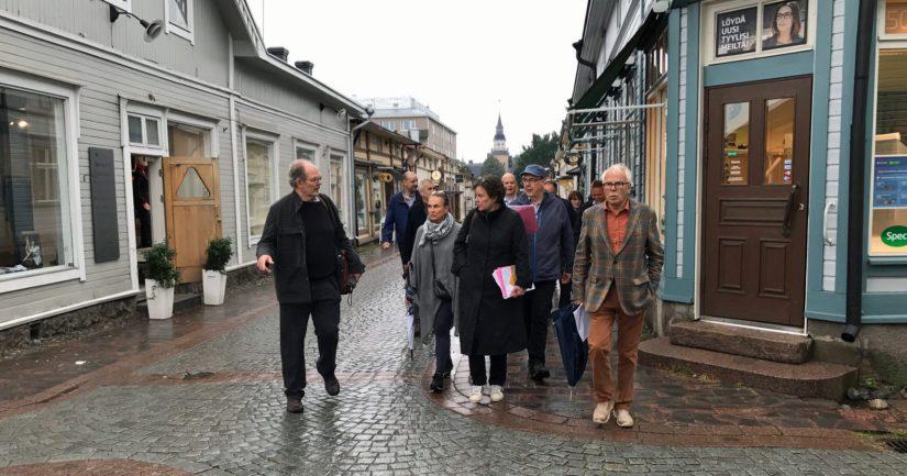 Turun hallinto-oikeus jalkautui elokuun lopussa katselmukseen Vanhassa Raumassa tutkiakseen asemakaavamuutoksen vaikutuksia.