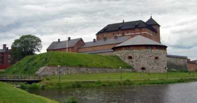 Hämeen linnan valleilla on aloitettu kunnostustyöt – lampaat tuttuun tapaan apuna
