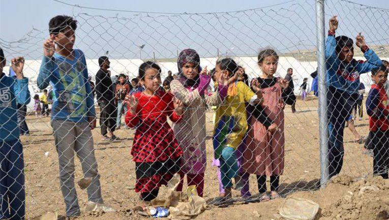 Pelastakaa Lapset ry haastatteli lapsia Hammam al Alilin leirillä Mosulin eteläpuolella.