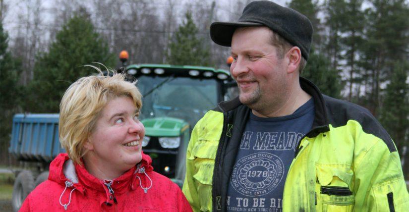 Hannele ja Ari Sironen luotsaavat luottavaisin mielin maidontuotantotilaa. – Laajentamisen sijaan panostamme karjan hyvinvointiin. Tavoitteena on tuottaa onnellisen lehmän maitoa.