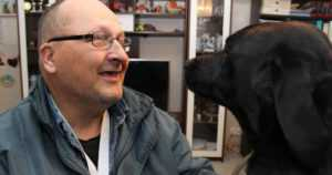 Avustajakoira Risle pelasti isäntänsä hengen