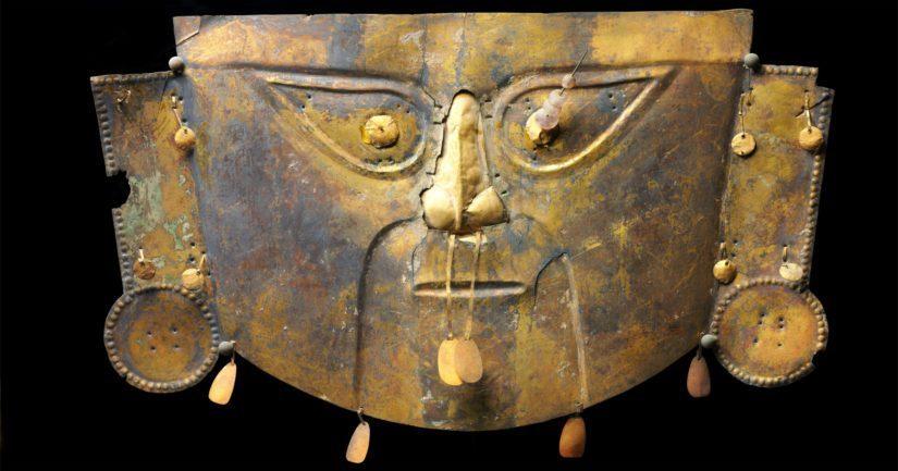 Hautausnaamio Lambayeque-kulttuuri, Peru, 1200 jaa. kullattu kupari.