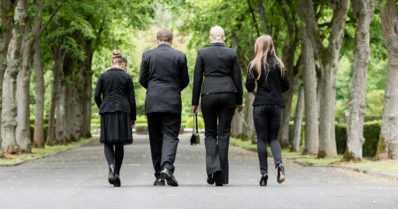 Lähiomaiset voivat osallistua hautaan siunaamiseen – vaikka saattajia olisi yli 10 henkilöä