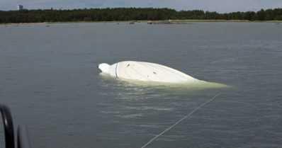Merivartiosto etsi karille ajanutta vuodon saanutta moottorivenettä – haveristi paikannettiin lopulta hätäraketin avulla
