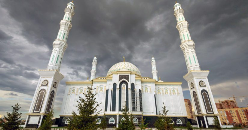 Neljä vuotta sitten valmistuneen Hazrat Sultan -moskeijan kokoista suurmoskeijaa kaavaillaan Helsinkiin.