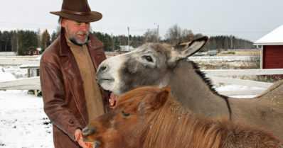 Eläinten vanhainkodissa jätetään rakastavia jäähyväisiä