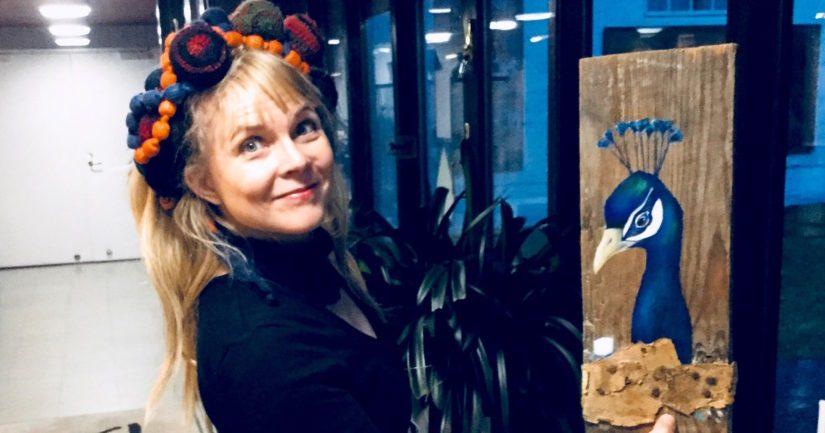 Heli ja teos Cheekinkukko, joka sai ideansa artisti Cheekin uran lopettamisuutisesta.