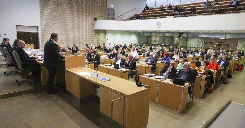 Helsingin kaupunginvaltuusto äänesti muiden pääkaupunkiseudun valtuustojen tavoin kriittisen sote-kannanoton puolesta.