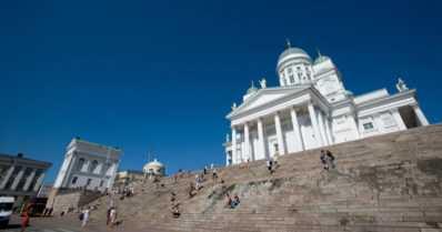 Helsingin kirkot houkuttavat matkailijoita – hautausmailta löytää suuren joukon suomalaisia merkkihenkilöitä