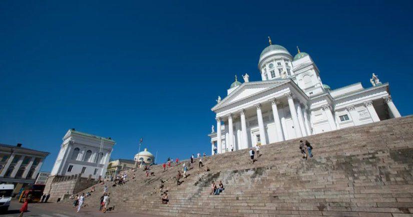 Helsingin symboliksikin kutsuttu Tuomiokirkko on monelle matkailijalle jo tuttu.